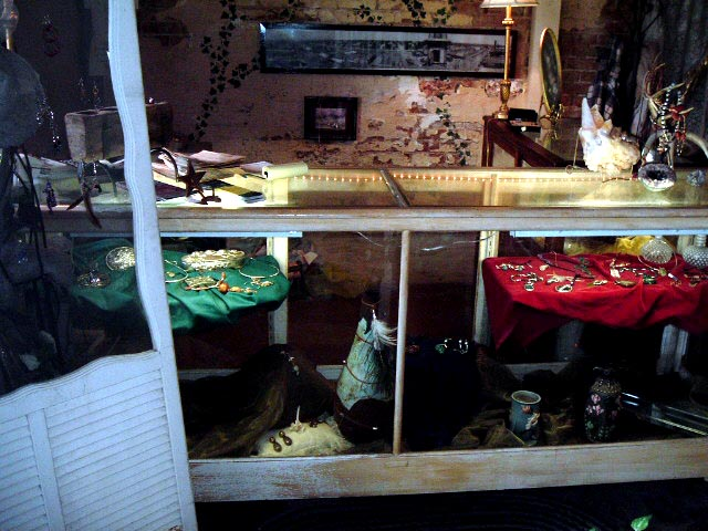 photo of Candys Jewelry counter in Calvert, Texas